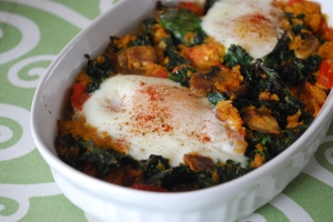 pale baked eggs with spinach tomato and garlic